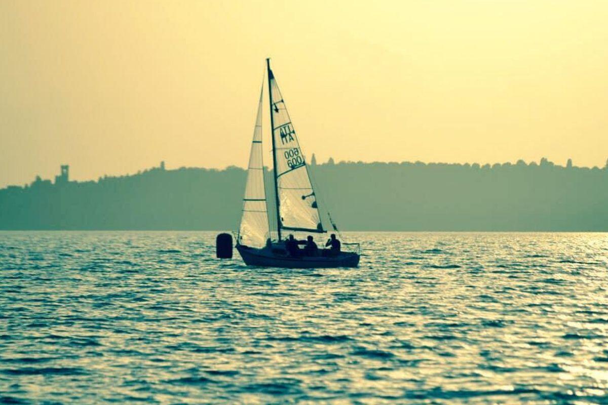 barca a vela per principianti: nuova o usata?