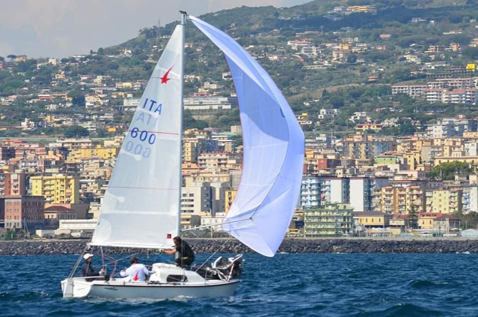 Il vento spinge la barca a vela - portanza