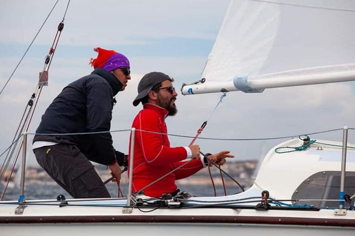 Team building in barca a vela 4