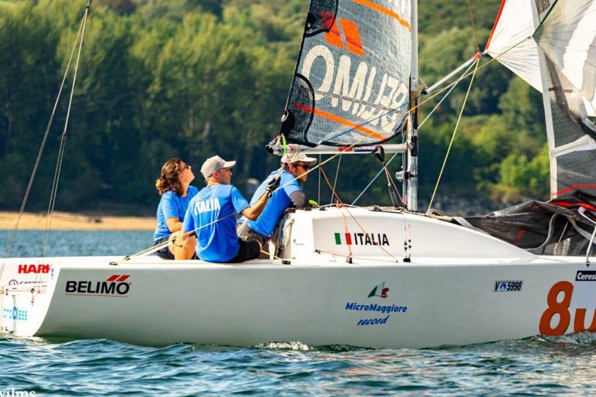 Team building in barca a vela